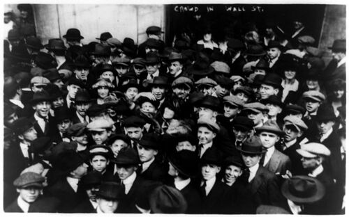 800px-Curb brokers in Wall Street, New York City, 1920.jpg